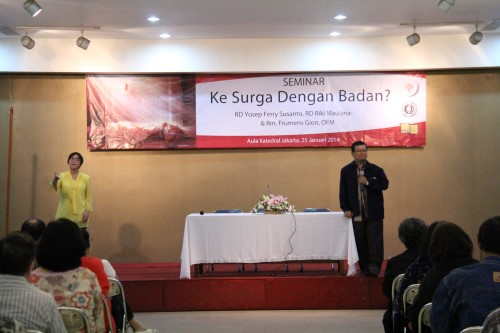 Ketua Program Studi Teologi STF Driyarkara tampil di podium untuk memberikan sambutan