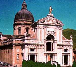 Basilika yang dibangun di atas kapel kecil Porziuncola
